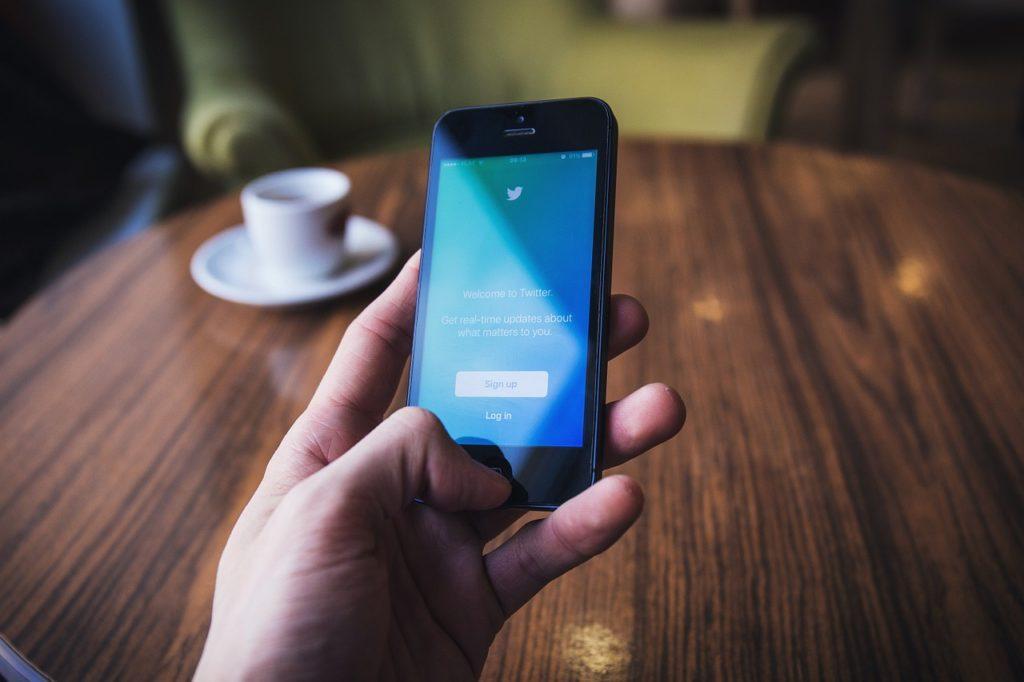 Comment utiliser Twitter pour trouver un emploi facilement ?